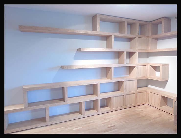 Biblioteczka w salonie: styl , w kategorii  zaprojektowany przez Cellaio,Minimalistyczny