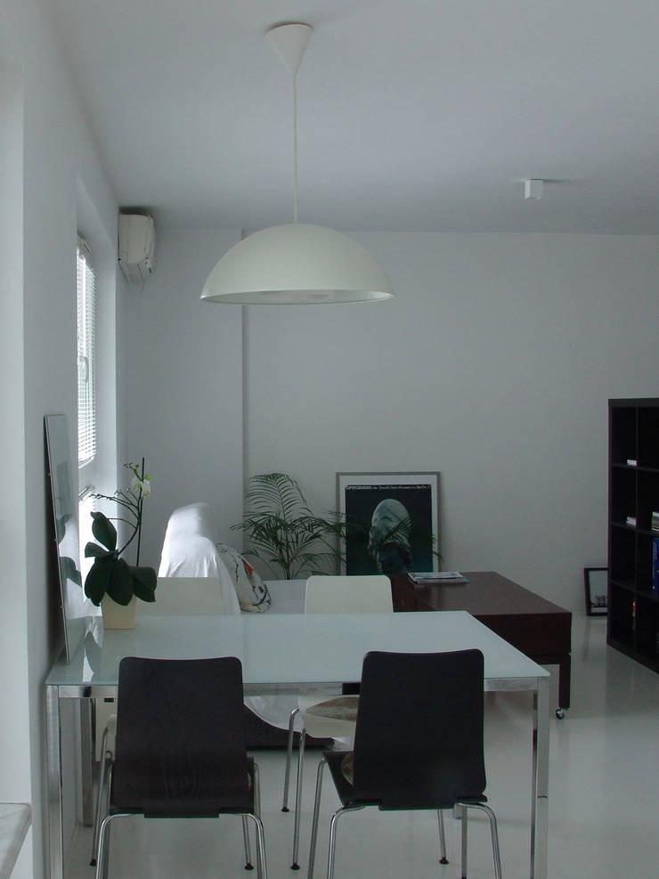 SIERPIŃSKIEGO: styl , w kategorii Salon zaprojektowany przez Małgorzata Gilarska Architekt