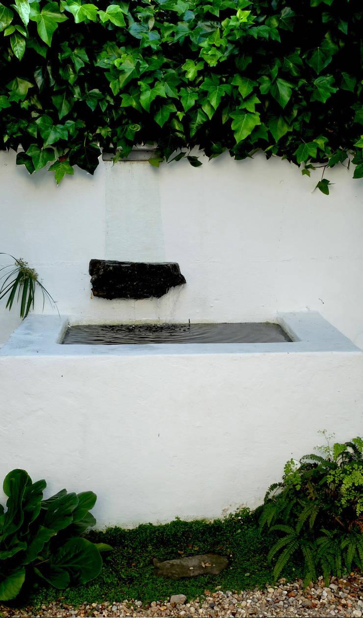 Pátio urbano: Jardins  por Atelier Jardins do Sul