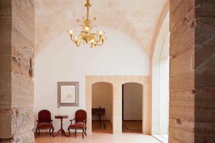 Son Doblons Luxury Villa: Pareti in stile  di Stefano Ferrando
