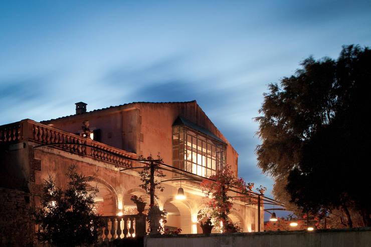 Son Doblons Luxury Villa: Case in stile in stile Mediterraneo di Stefano Ferrando