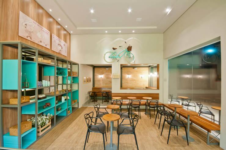 GELATERIA 130M²: Espaços comerciais  por Elisa Vasconcelos Arquitetura  Interiores