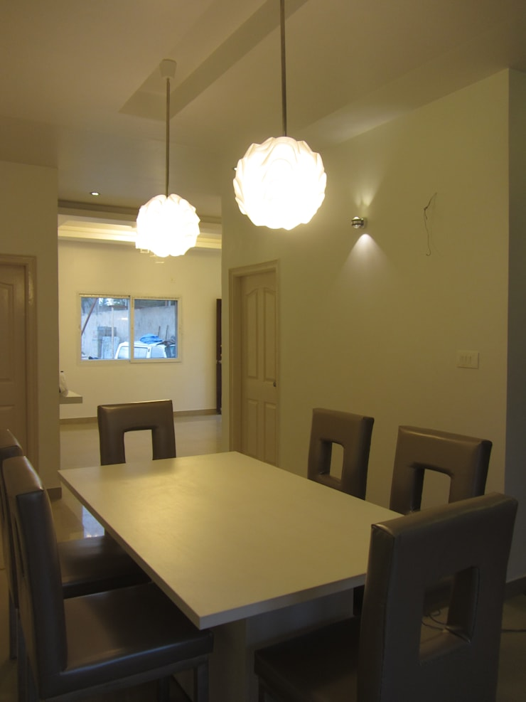 VRR BUILDERS, MOCK UP APARTMENT, BANGALORE. (www.depanache.in):  Dining room by De Panache  - Interior Architects,Modern