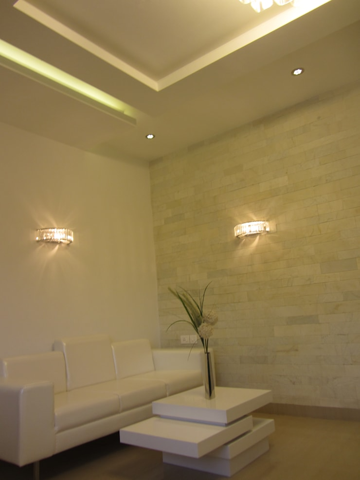 VRR BUILDERS, MOCK UP APARTMENT, BANGALORE. (www.depanache.in):  Living room by De Panache  - Interior Architects,Modern