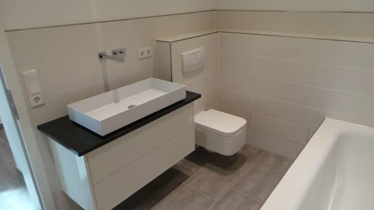 Bäder: moderne Badezimmer von Fa. RESANEO®