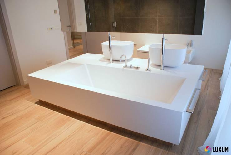 Nowoczesna łazienka z wyposażeniem od Luxum: styl , w kategorii Łazienka zaprojektowany przez Luxum,Nowoczesny