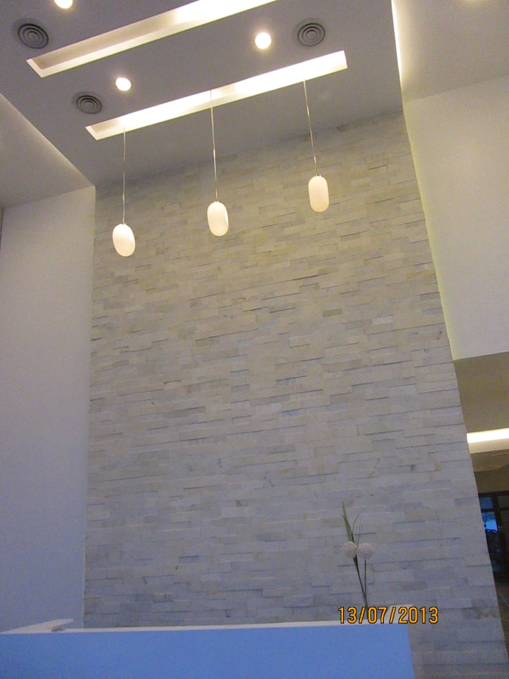 GR CONSTRUCTIONS, CLUBHOUSE, BANGALORE. (www.depanache.in):  Walls by De Panache  - Interior Architects