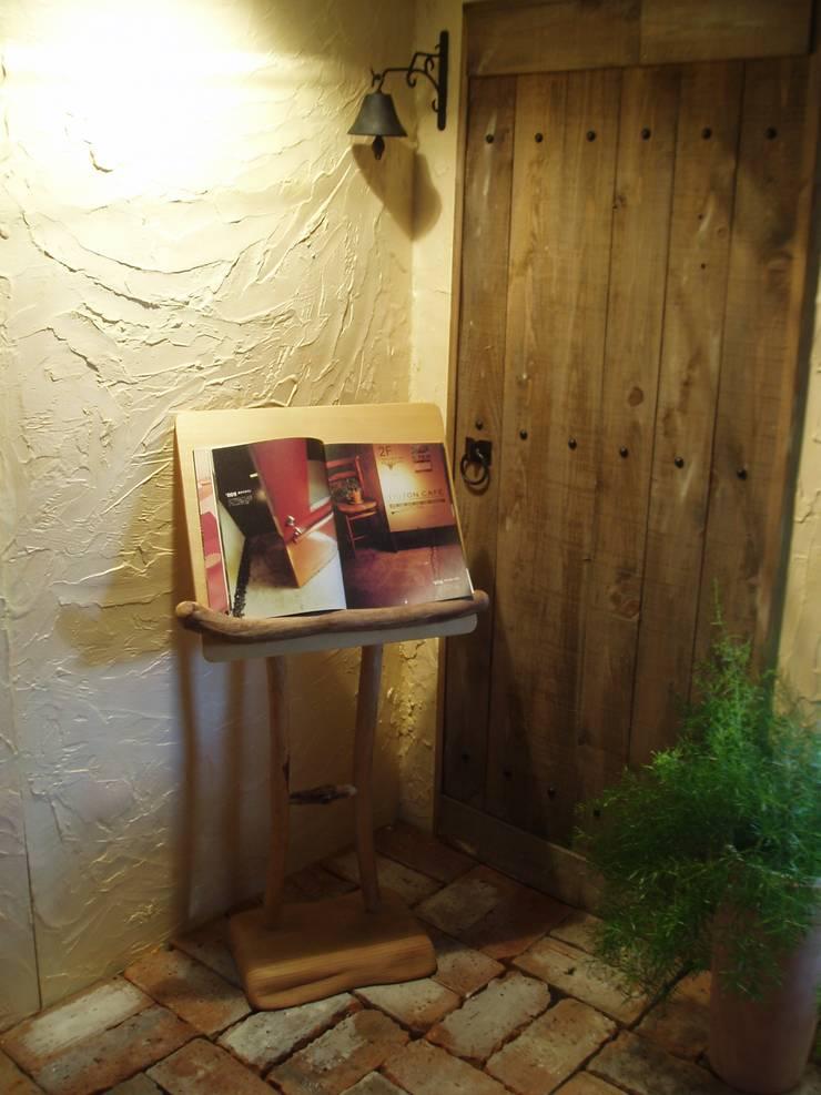 流木のメニューボード: 流木専門店 海の木が手掛けたオフィス&店です。