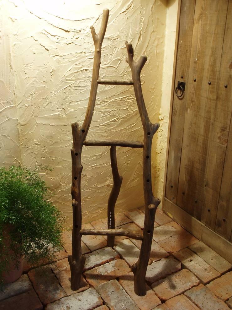流木イーゼル: 流木専門店 海の木が手掛けたオフィス&店です。