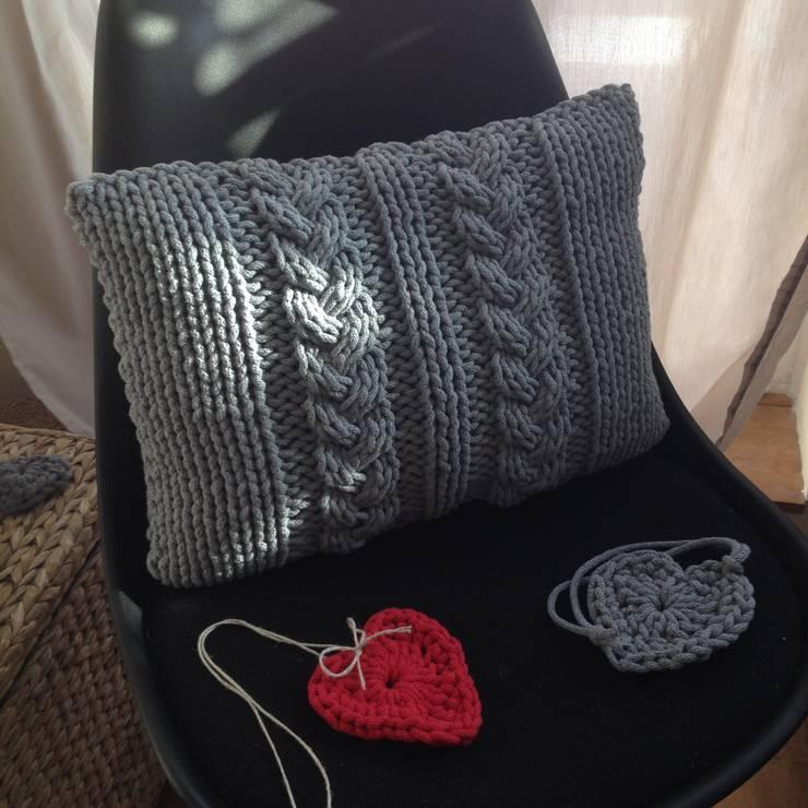 Poduszka dziergana COSY: styl , w kategorii  zaprojektowany przez KNITTING FACTORY,Skandynawski Bawełna Czerwony