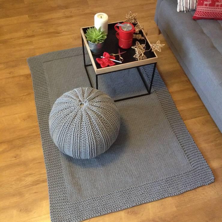 Dywan RĘCZNIE DZIERGANy Z GRUBEGO SZNURKA HOMEDECO: styl , w kategorii  zaprojektowany przez KNITTING FACTORY,Skandynawski Bawełna Czerwony