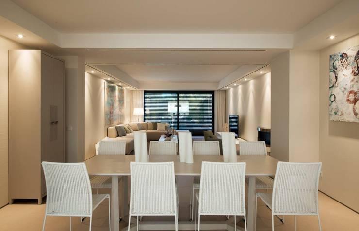 QUINTA DO MILHARÓ: Sala de jantar  por ALMANCIL 4 - Decorações, Lda