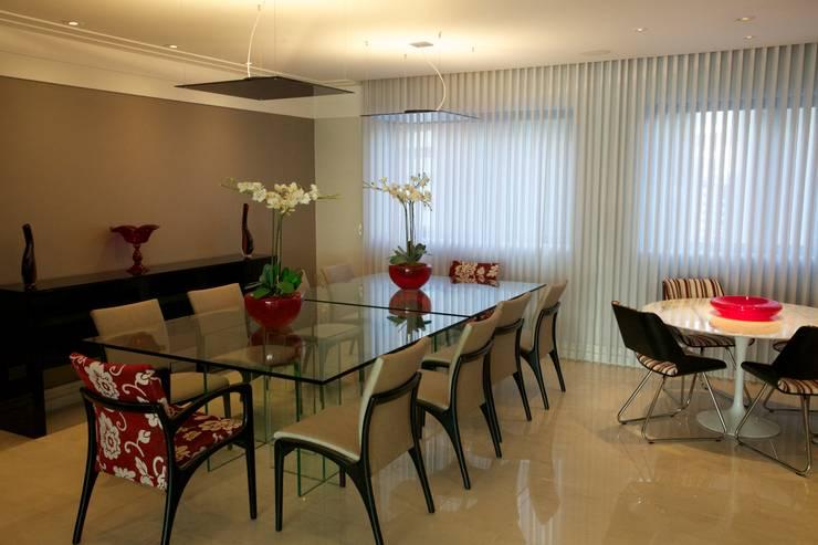 Dining room by Patrícia Azoni Arquitetura + Arte & Design