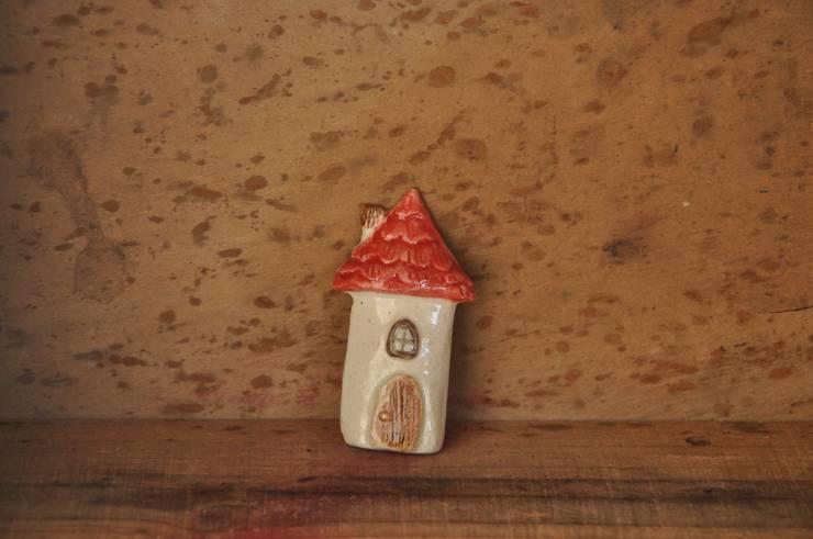 陶器ブローチ: Naoko Nakajima,が手掛けたアートです。