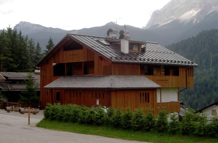 Casas rústicas por architetto Oreste De Lotto
