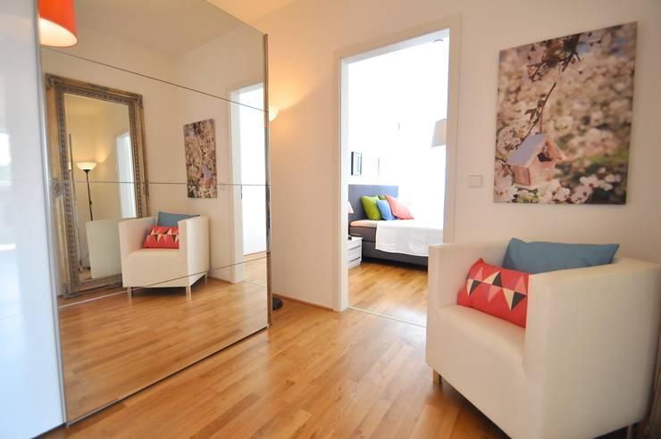 Alte Musterwohnung aufgepeppt:  Ankleidezimmer von Karin Armbrust - Home Staging