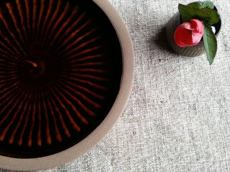 刷毛目: 圭秀窯が手掛けたキッチンです。