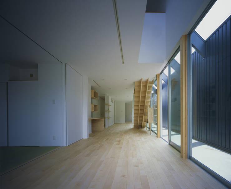 東豊中の家: OSM-Architectsが手掛けたリビングです。