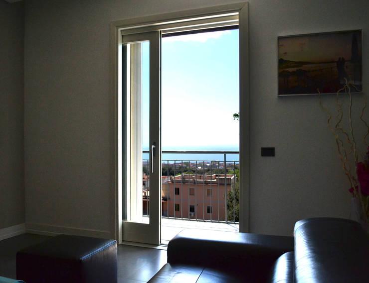Living room by tizianavitielloarchitetto