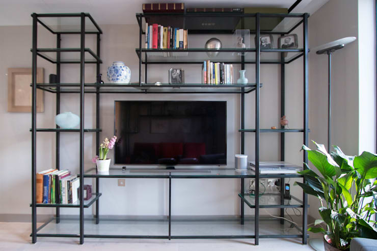 Glass and metal shelving unit Modern Living Room by Railing London Ltd Modern