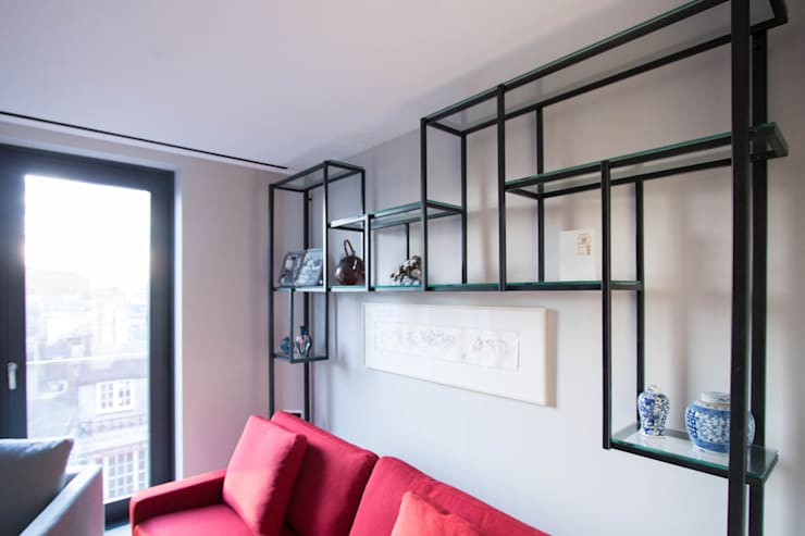 Glass shelving unit Modern Living Room by Railing London Ltd Modern