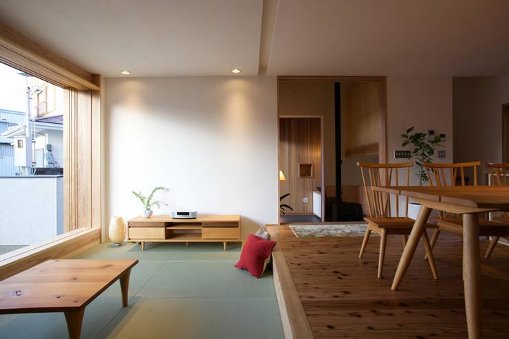 Ruang Keluarga by 辻健二郎建築設計事務所