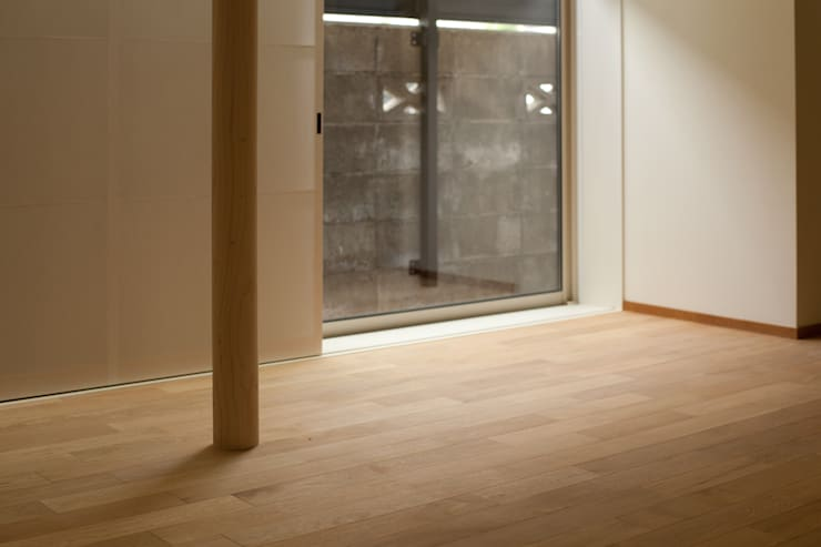六十谷の家: 辻健二郎建築設計事務所が手掛けたリビングです。