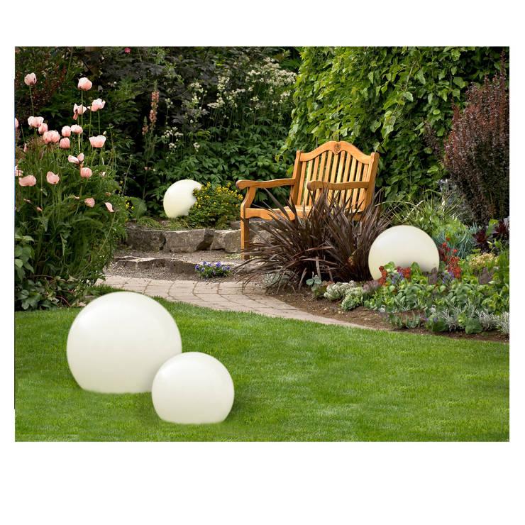 Świecące kule w ogrodzie.: styl , w kategorii Ogród zaprojektowany przez Ekotechnik24.pl - lampy na indywidualne zamówienie