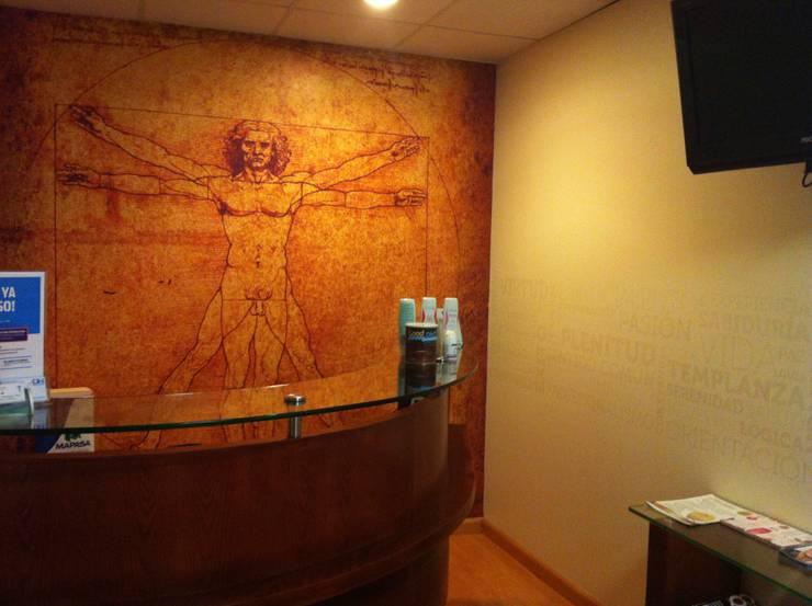Dr. Hospital: Estudios y oficinas de estilo  por Liferoom