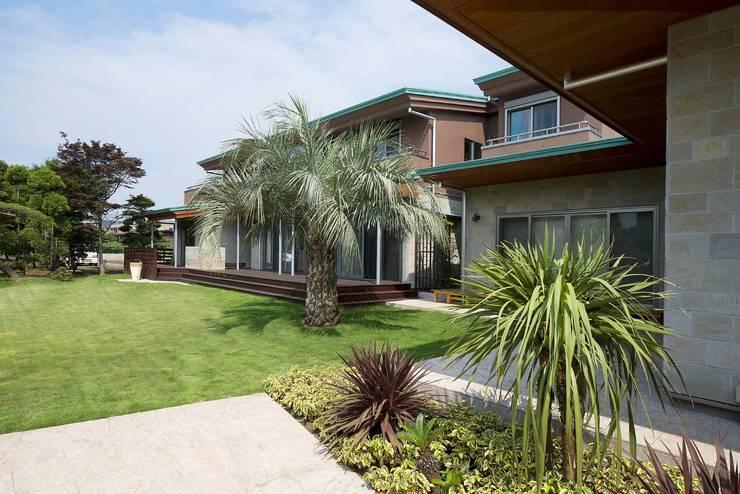 練馬のエコハウス(創エネルギーの近未来型エコハウス) : 有限会社 光設計が手掛けた庭です。,