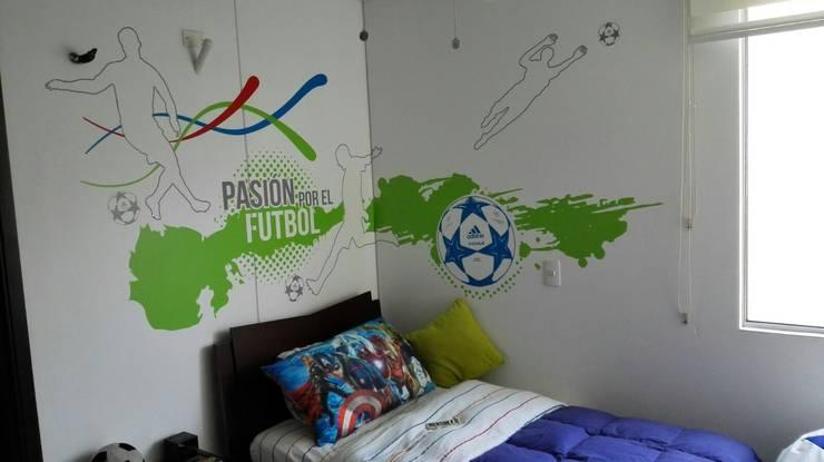 Pasión por el futbol: Habitaciones de estilo  por Flap deco