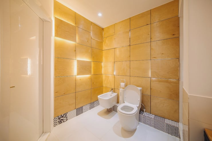 LOFT 40x40: Ванные комнаты в . Автор – Студия Антона Сухарева 'SUKHAREVDESIGN'
