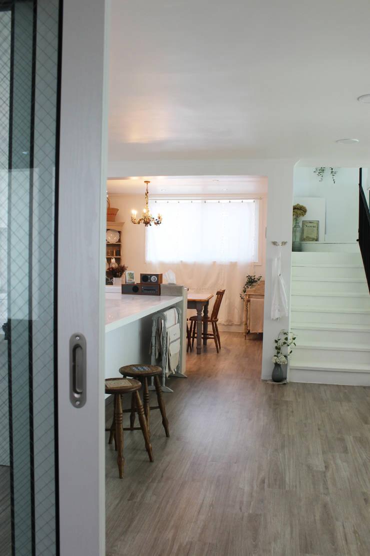 주택 self interior : 쏘나 의  다이닝 룸,