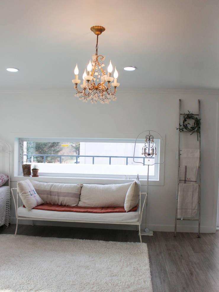 주택 self interior : 쏘나 의  거실,