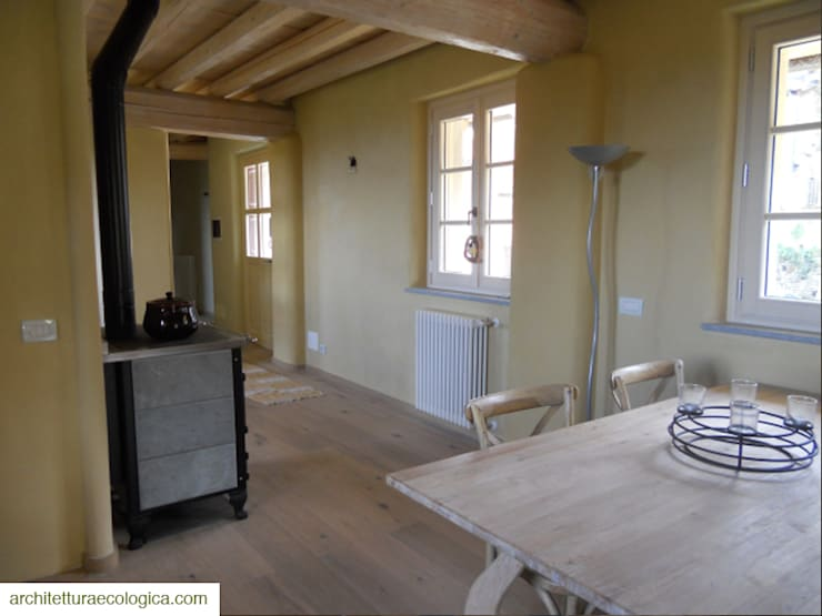 CASA NELLE LANGHE: Cucina in stile  di architettura ecologica