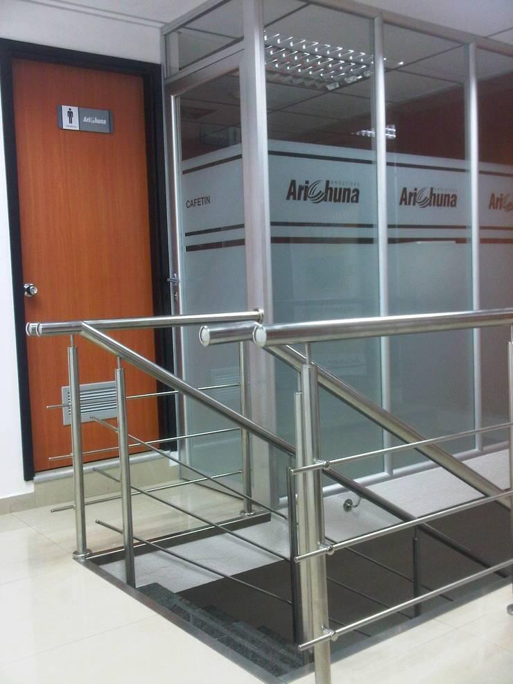 Negozi & Locali commerciali in stile  di Forma y Espacio Arquitectos Constructores CA,