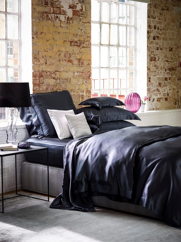 Charcoal silk bed linen:  Bedroom by Gingerlily