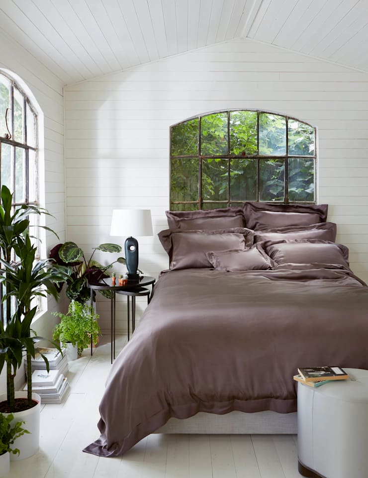 Cocoa silk bed linen:  Bedroom by Gingerlily