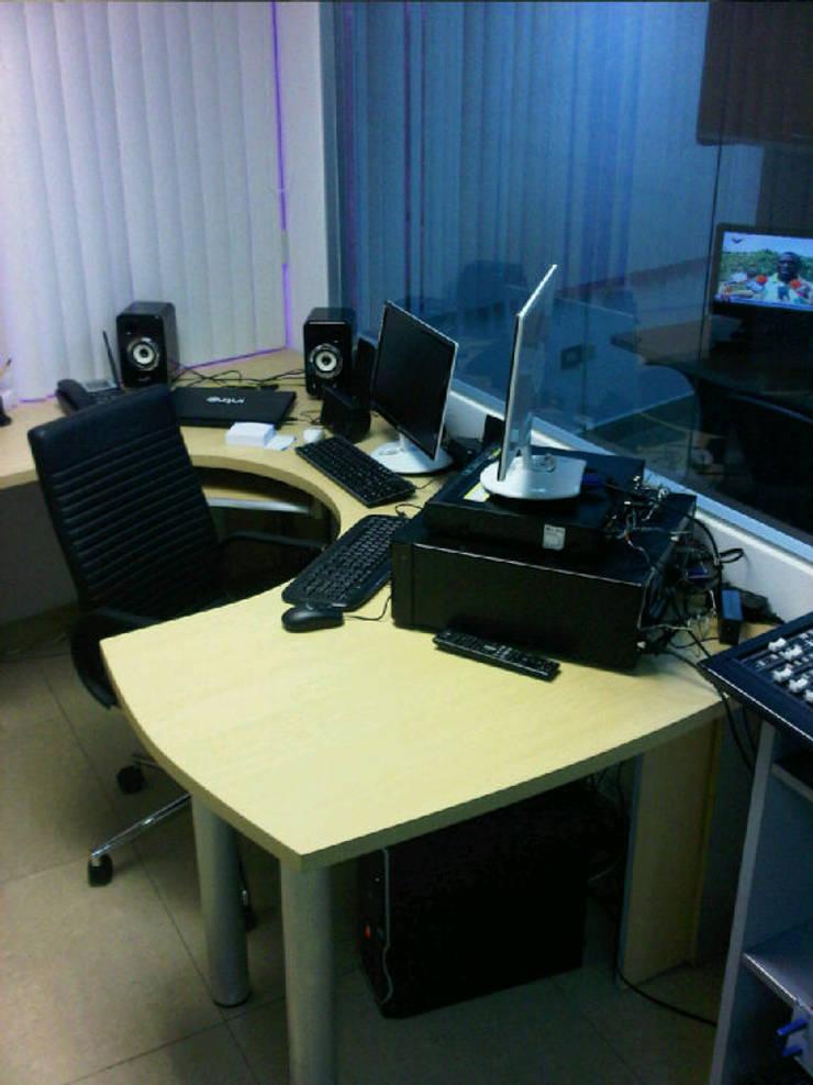 Estación de Radio INTRO 90.5 FM: Espacios comerciales de estilo  por Forma y Espacio Arquitectos Constructores CA