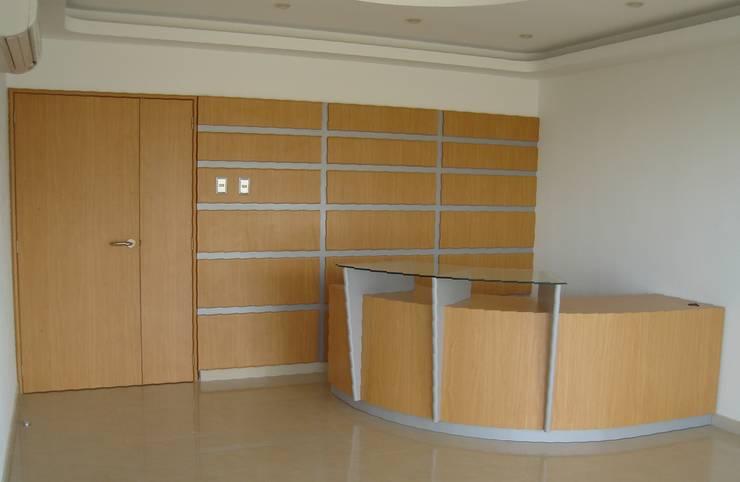 Carrocerías El Teide C.A.: Oficinas y Tiendas de estilo  por Forma y Espacio Arquitectos Constructores CA