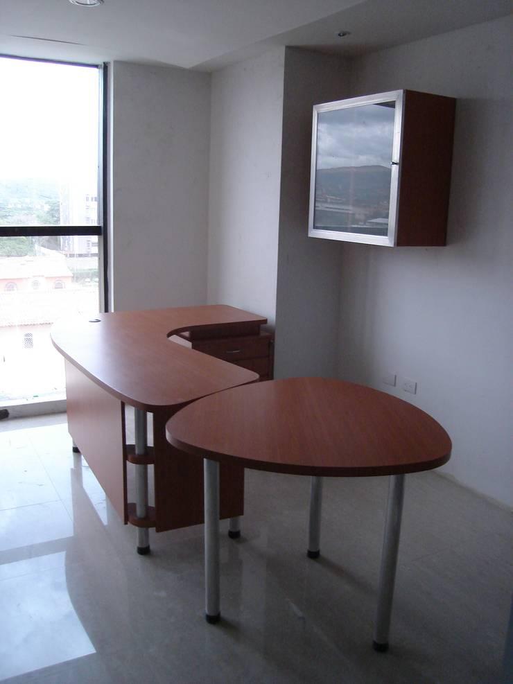 Oficina Constructora MIOLCA .C.A.: Oficinas y Tiendas de estilo  por Forma y Espacio Arquitectos Constructores CA