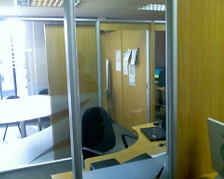 Oficinas Midas Investment Group C.A.: Oficinas y Tiendas de estilo  por Forma y Espacio Arquitectos Constructores CA
