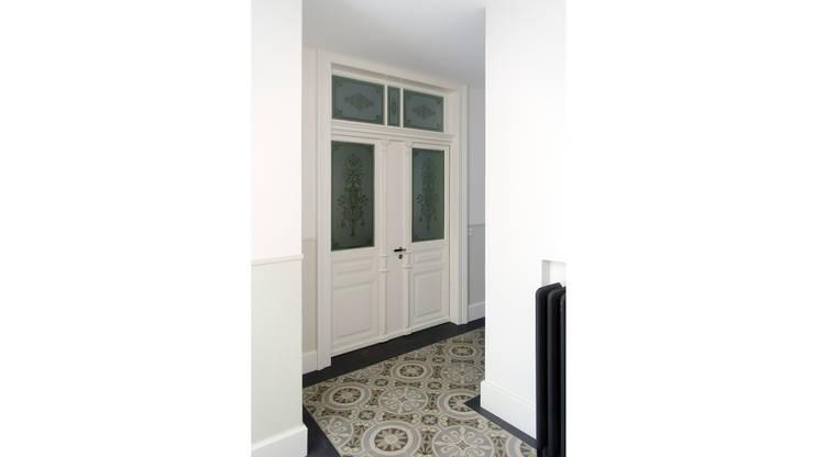 Corridor & hallway by Fastarch Architekturbüro eth/sia
