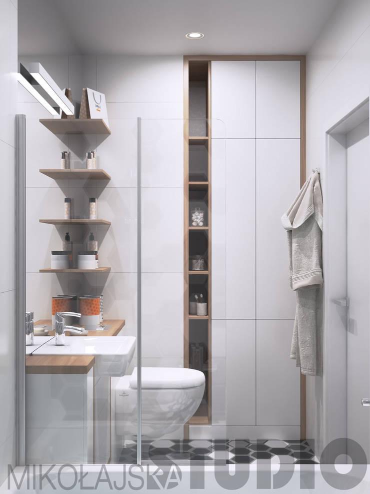mała łazienka-funkcjonalnie: styl , w kategorii  zaprojektowany przez MIKOŁAJSKAstudio