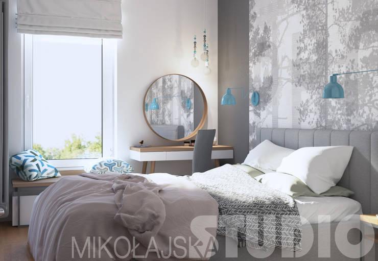 sypialnia w jasnych kolorach: styl , w kategorii  zaprojektowany przez MIKOŁAJSKAstudio