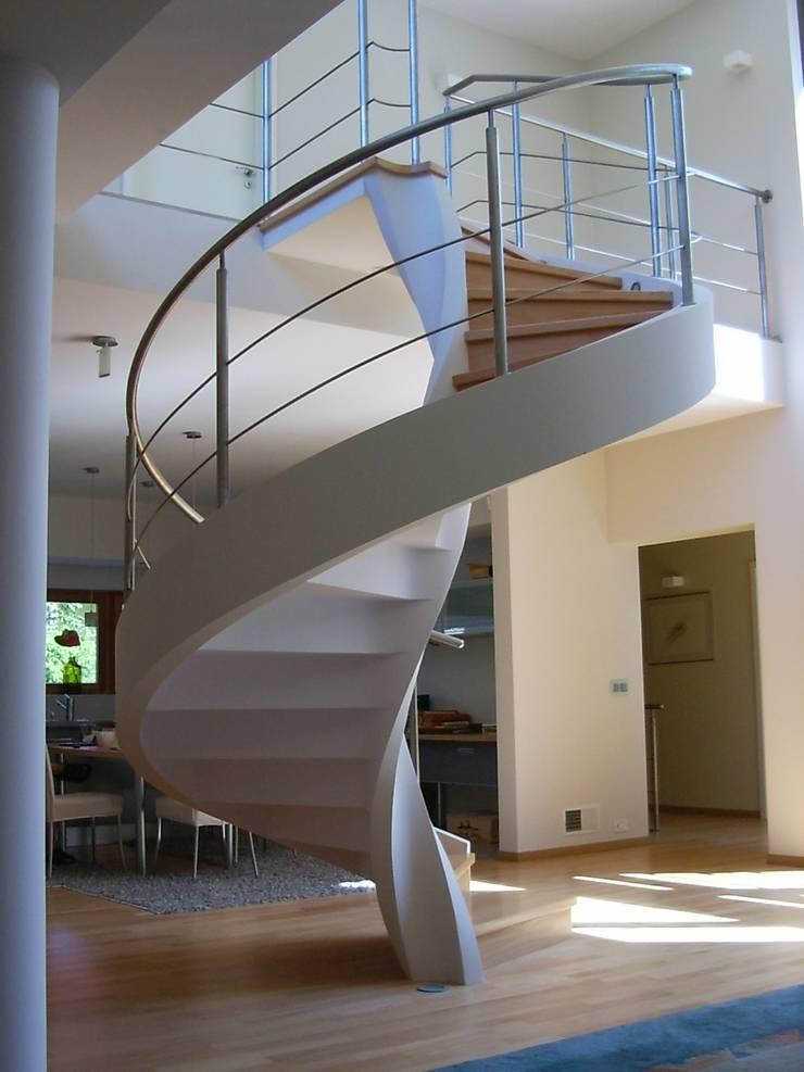 Moderner Flur, Diele & Treppenhaus von A.P. RUD Schody Modern