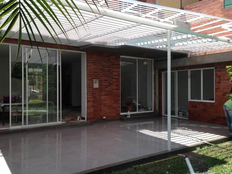 JOCKEY CLUB III CASA 6 :  de estilo  por ARQUITECTONI-K Diseño + Construcción SAS