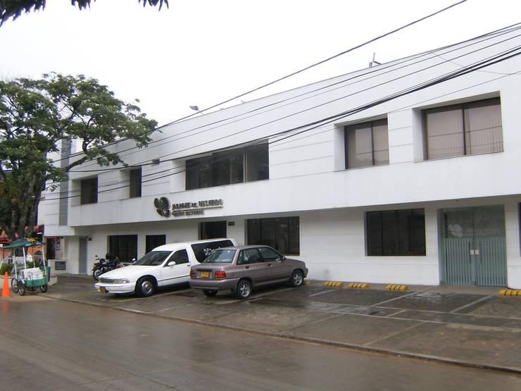 OFICINAS Y SALAS DE VELACION JARDINES DEL RECUERDO - SAN FERNANDO:  de estilo  por ARQUITECTONI-K Diseño + Construcción SAS