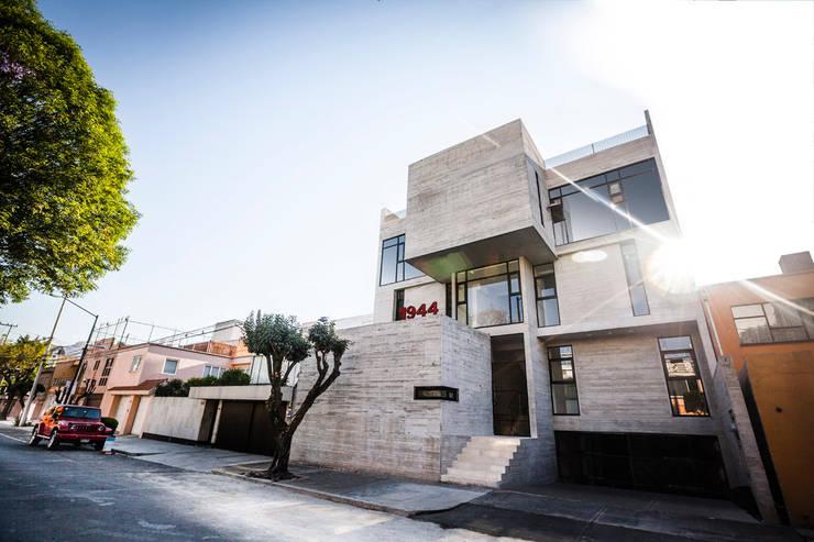 modern Houses by Miguel de la Torre Arquitectos