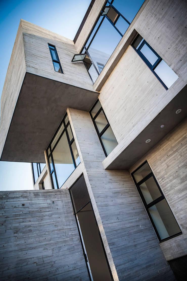 Bartolache 1944: Ventanas de estilo  por Miguel de la Torre Arquitectos